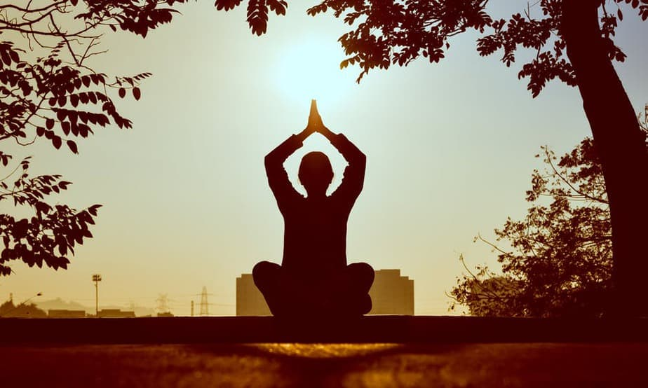 10 reasons why you should do yoga every morning - Lucid Dream Society